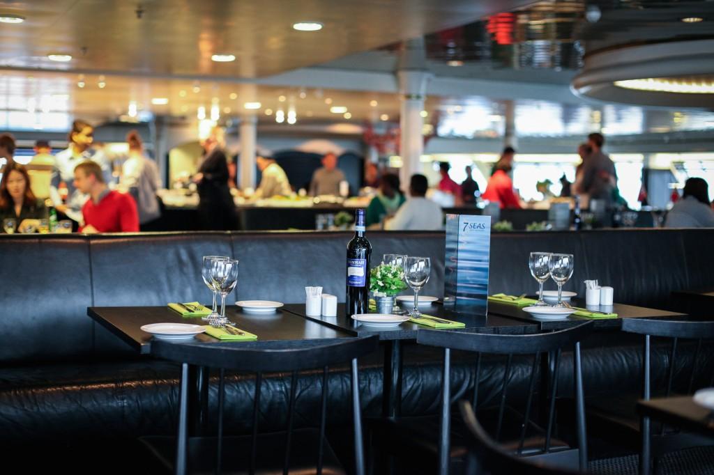Det finnes flere andre restauranter om bord, blant annet en helt ny italiensk restaurant. I 7 Seas er det en fyldig buffet, og en egen buffet for barn der man blant annet kan lage sin egen is. Her spiste vi på returen.