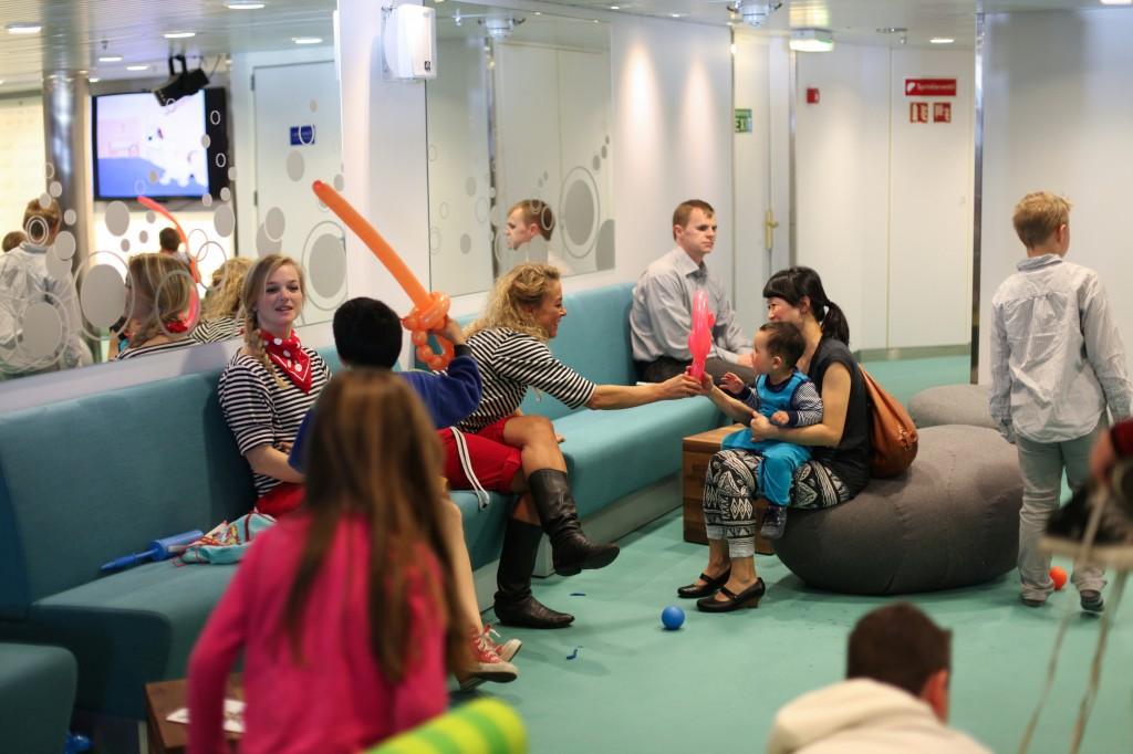 I påsken var DFDS' egne barneunderholdere til stede, og lagde superkule ballongfigurer. Sverd, hjerter og papegøyer var blant favorittene.