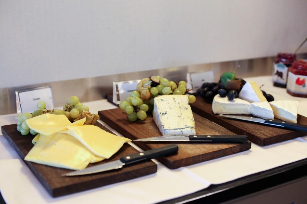 Mens de voksne koste seg med oster - og mye annet godt.