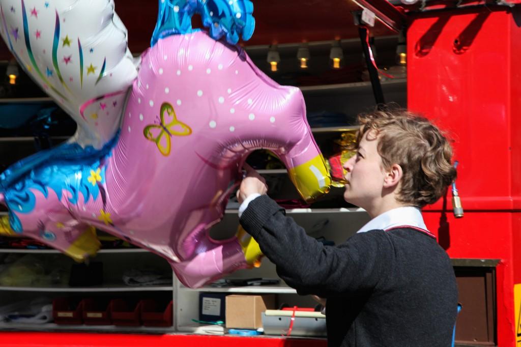 Valget falt på en rosa enhjørning. (Men at det er praktisk å dra rundt på en stoor gassballong er det ingen som kan påstå...)
