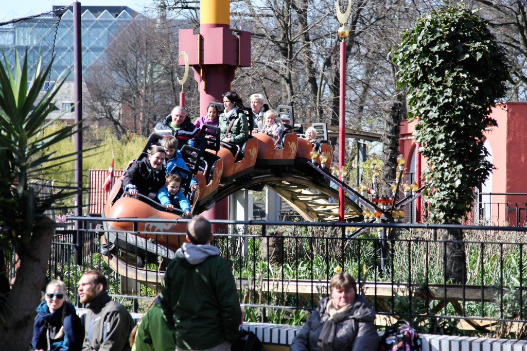 Karavanen - en liten berg-og-dal-bane er også en av barnas store favoritter.