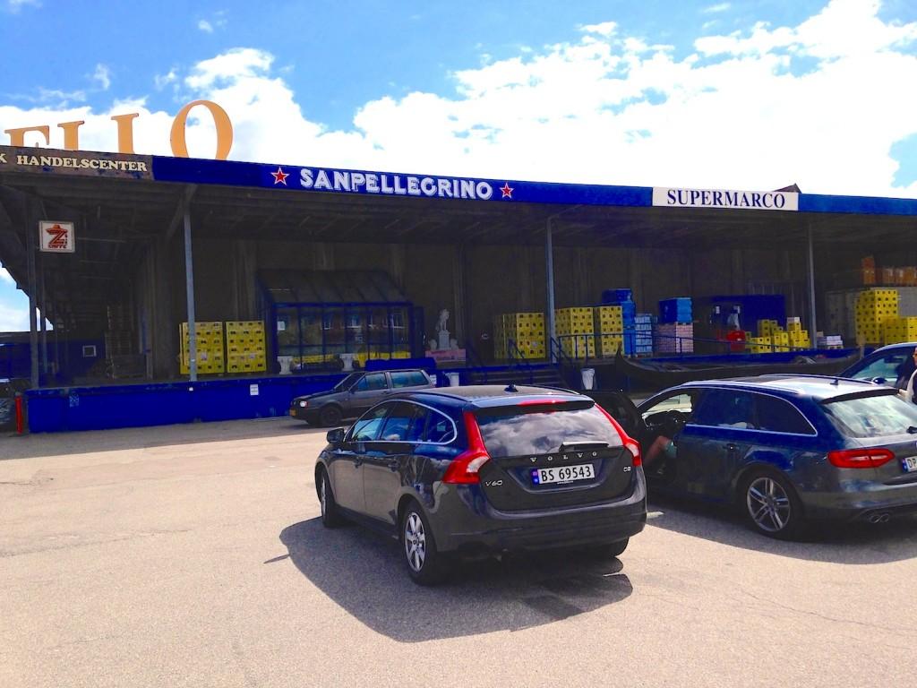 """Om du planlegger å starte eller avslutte storbyferien utenfor byen, anbefales et besøk på """"Supermarco"""", Danmarks største importør av italienske skinker som ligger langs vei 21."""