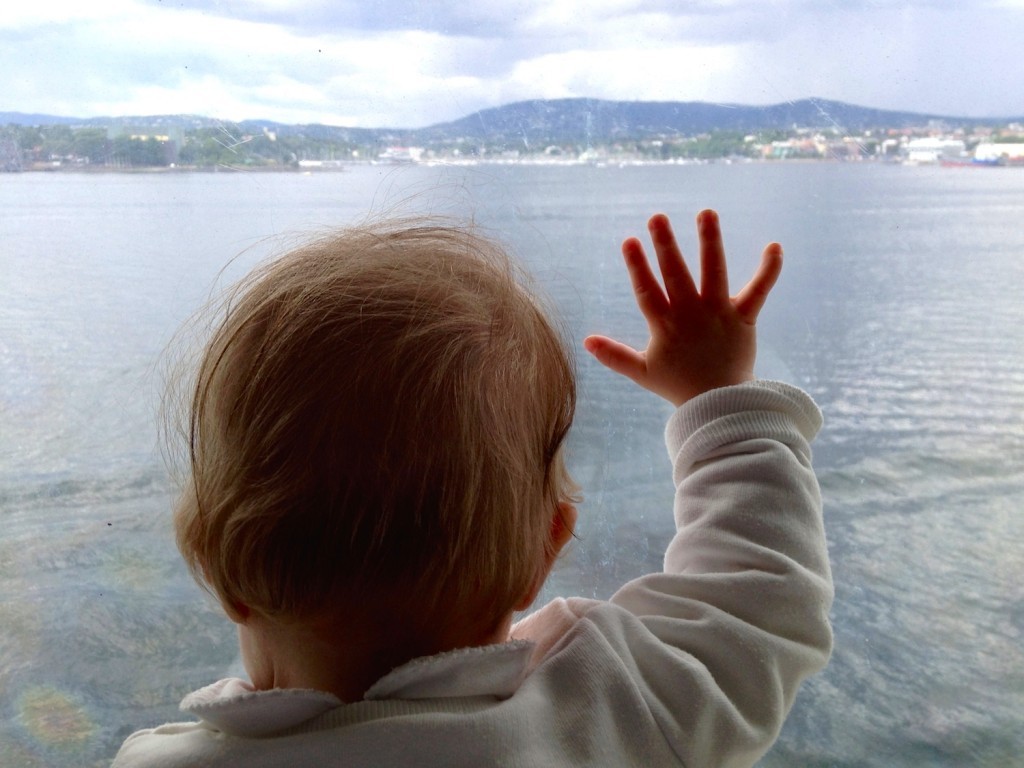 Det var helt utrolig kult å få stå i de store vinduskarmene på lugaren og se på vannet og vinke til måkene. Så gøy at det ble litt trist da vi måtte bryte opp for å oppleve resten av skipet.