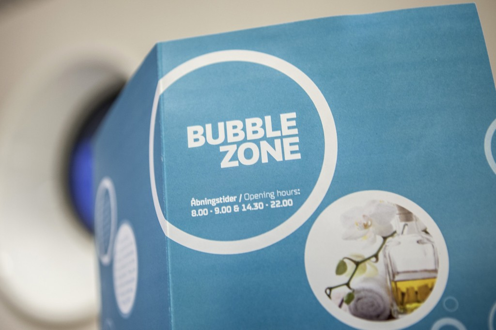 Så skal du for eksempel på julebord og ønsker å gjøre deg ekstra fin, anbefales en tur innom Bubble Zone om bord, i wellness-området. Der kan du bestille mange ulike velværebehandlinger, som for eksempel ansiktspleie og full manikyr.