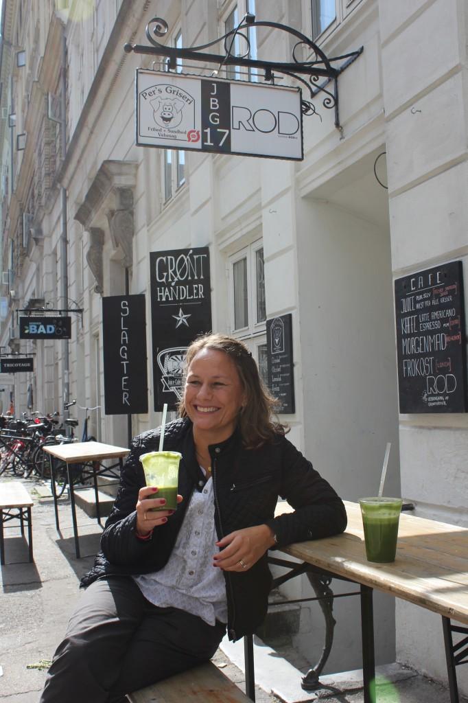 Det er dejlig å være norsk i solskinnet i Jægersborggade.