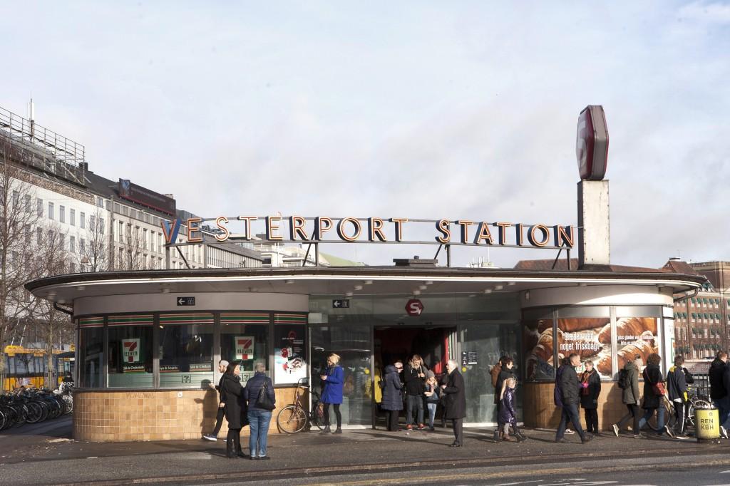 Hotellet ligger like ved Vesterport station, så det er  veldig enkelt å benytte seg av offentlig transport om man ønsker det.