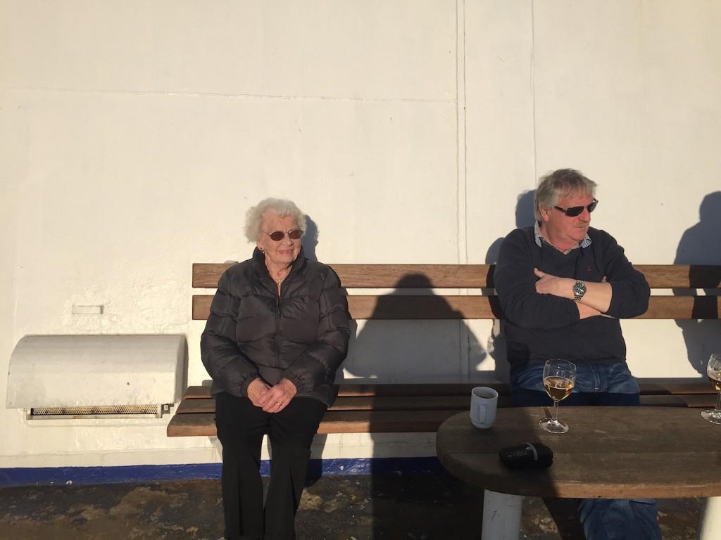 Mormor valgte å bli igjen om bord da skipet la til i København, og der hygget hun seg med sin datter på dekk, og ikke minst ute på balkongen på sin egen lugar, i det danske finværet.