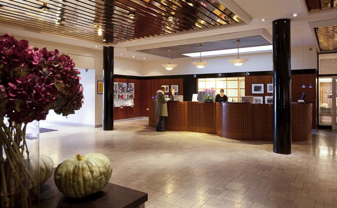 I lobbyen møtes vi av hyggelige og behjelpelige hotellansatte. Her føler man seg hjemme og ivaretatt så fort man setter foten innenfor døren :)