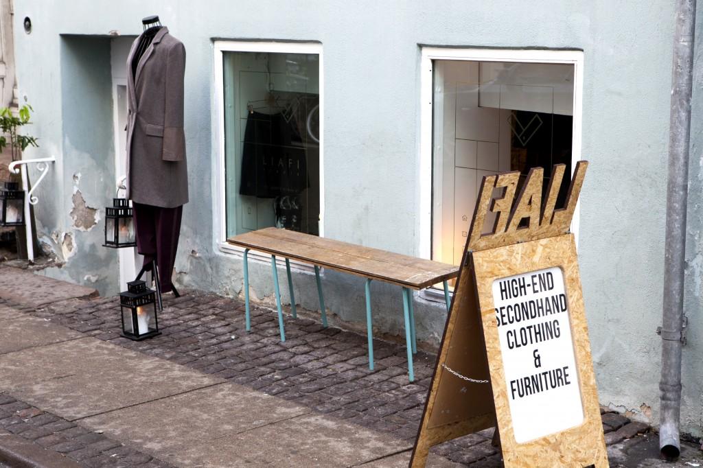 Rett over veien for SP34 Hotell ligger en LIAFI Studio, en high end gjenbruksbutikk drevet av Aleksander Liafi.
