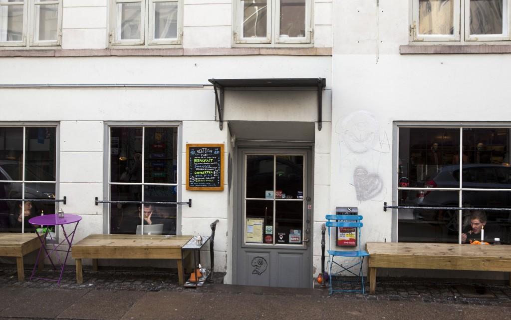 Ta turen innom Next Door Café om du er i området. God nypresset juice, men også veldig annerledes atmosfære!
