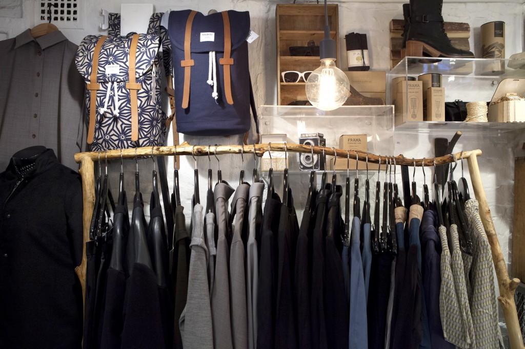 I butikken finner du en miks av interiør, klær, lamper og accessorize.