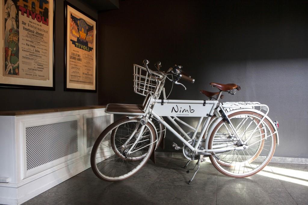 På hotellet kan du leie sykler. Her mangler det bare å få kjøpt seg noen friske blomster i kurven, så er eventyr-feelingen komplett. :)