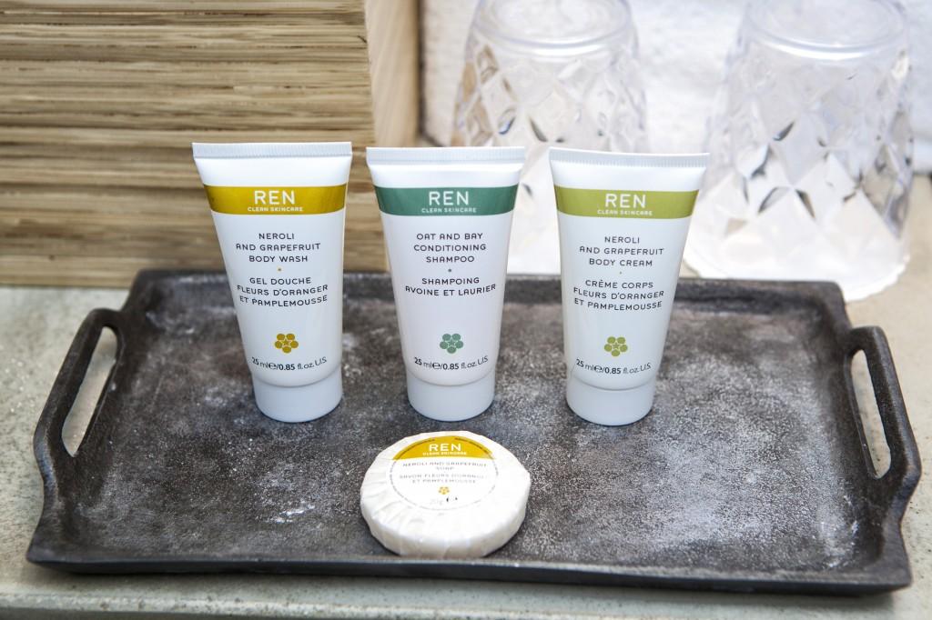 På badet finner du gode kvalitetsprodukter fra REN. Ren luksus det altså. :)