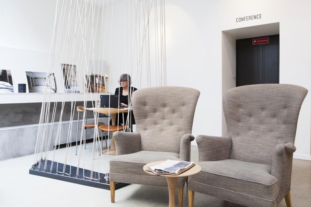 I lobbyen er det skikkelig hyggelig, fin og avslappet tmosføre. Det er fristende å sitte her både for en kaffe, eller om man har noe arbeid og få unnagjort.