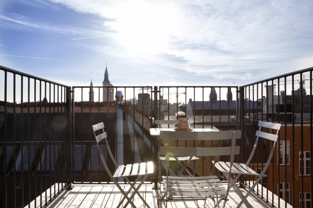 Noen av rommene har egne balkonger. Slik som dette. Tenk å sitte her å spise frokost! :)