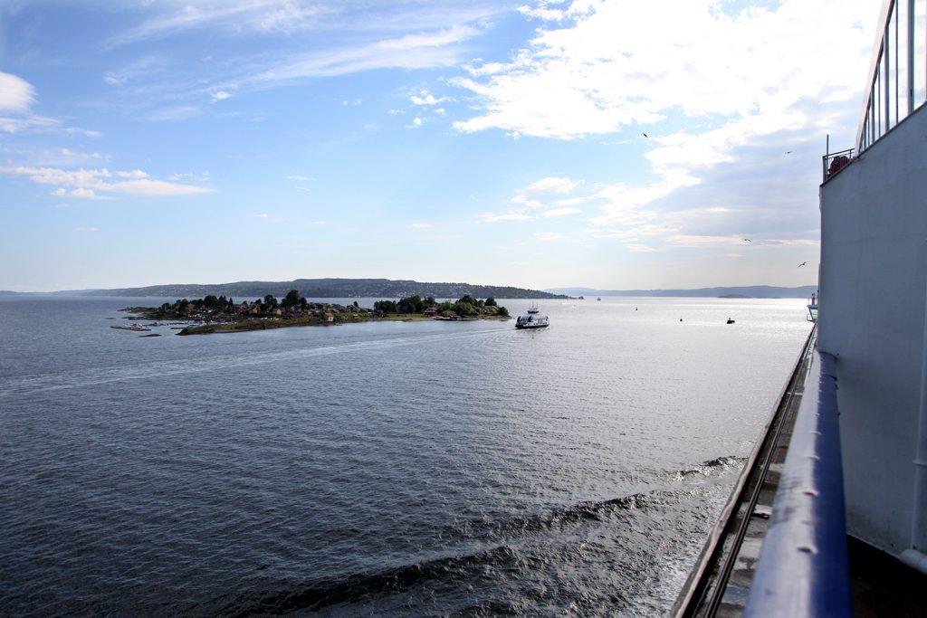 På vei ut fjorden er utsikten upåklagelig fra 11 etasjer opp :)