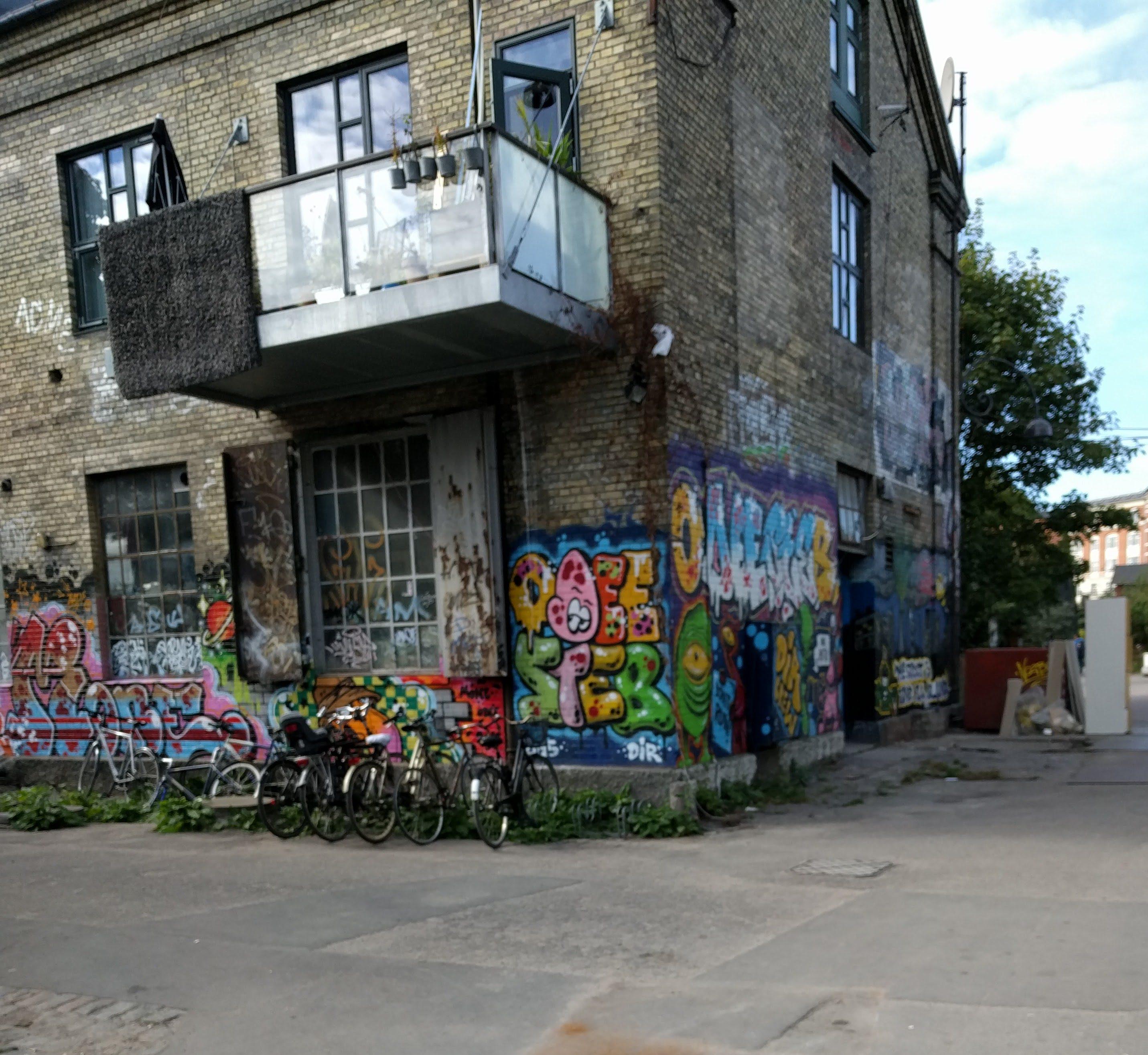 Grafitti er over alt i Christiania.