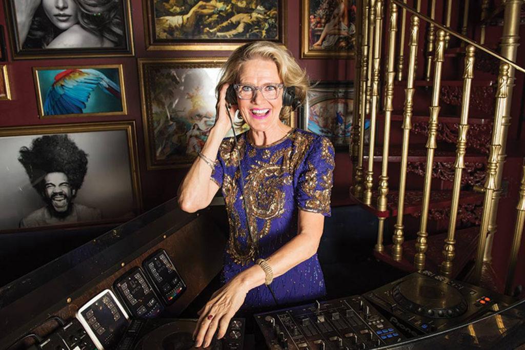 DJ Gloria er en fargerik og fantastisk dame